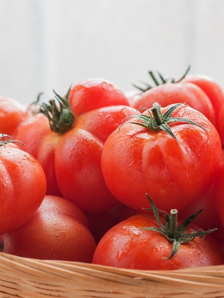 Tomatoes are an easy to grow vegetable for your pizza garden